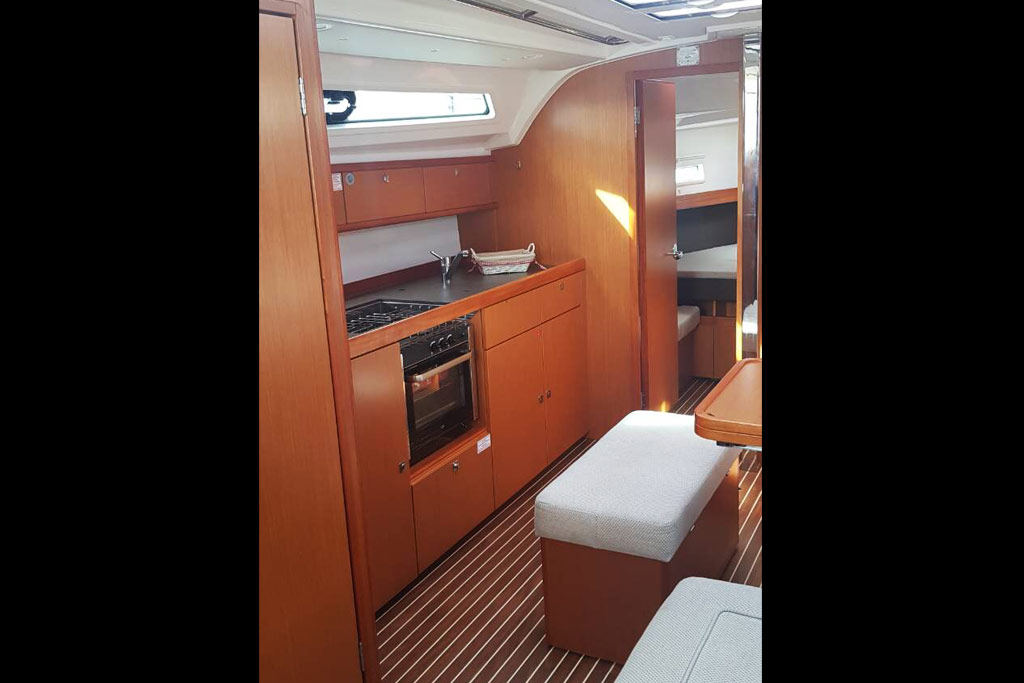 Vorschaubild Bavaria 41 Cruiser - Kitchen - Alkyoni