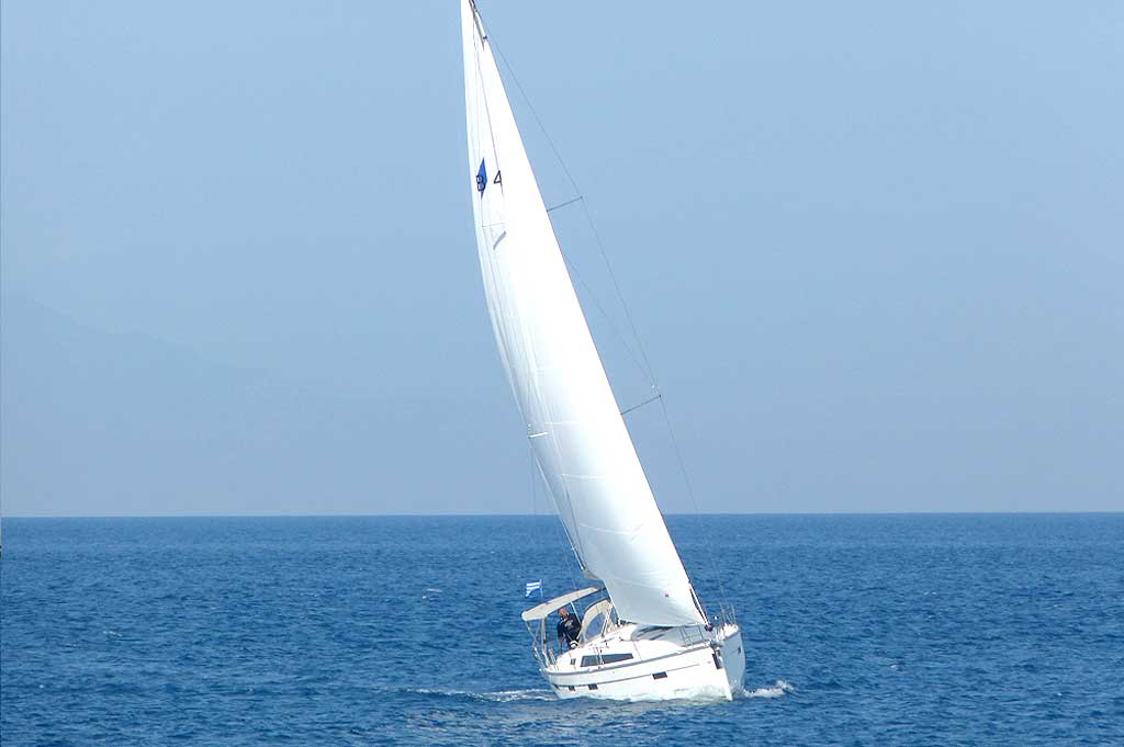 Vorschaubild Bavaria 41 Cruiser - Harmonia - In water 2