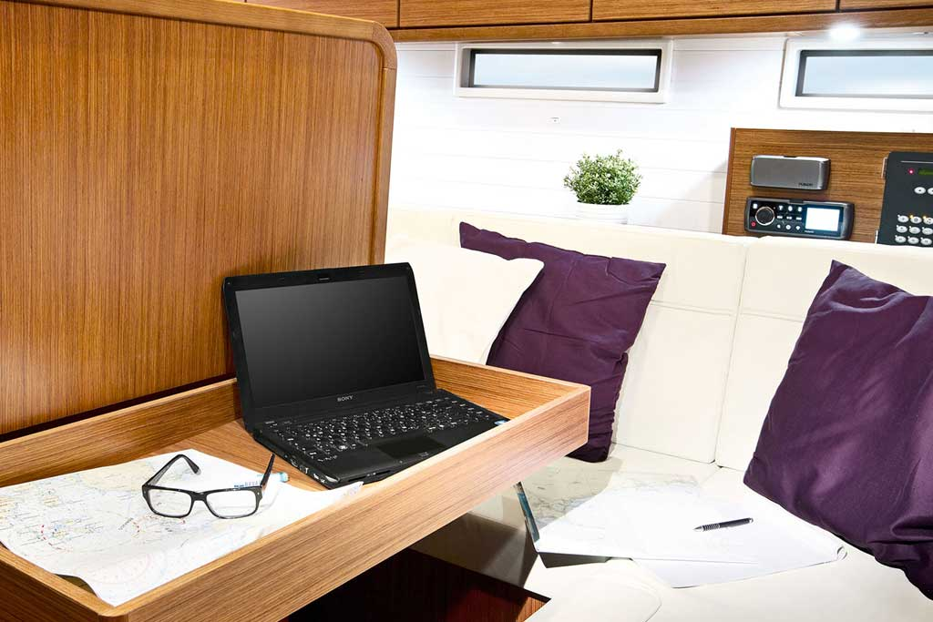 Vorschaubild Producer Image - Bavaria 46 Cruiser - Working space - Fedias