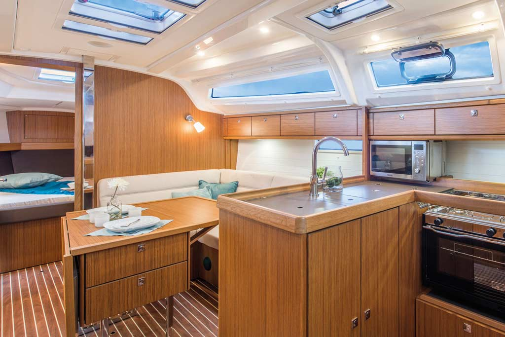 Vorschaubild Producer Image - Bavaria 37 Cruiser - Nemenia - Interior