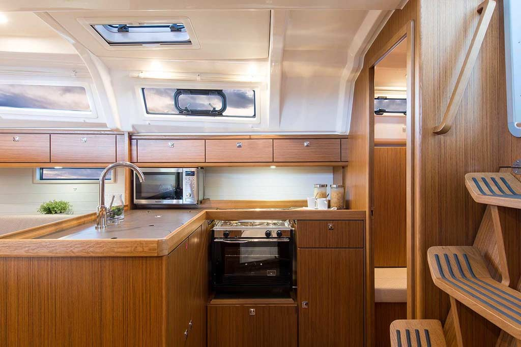 Vorschaubild Producer Image - Bavaria 37 Cruiser - Nemenia - Kitchen
