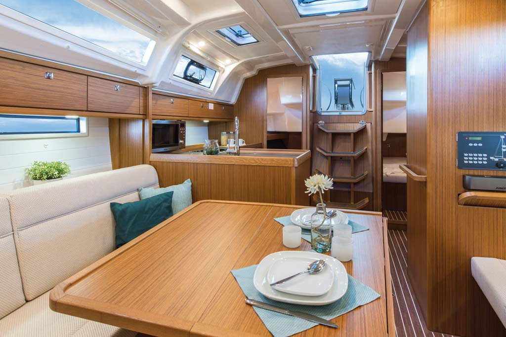 Vorschaubild Producer Image - Bavaria 37 Cruiser - Nemenia - Saloon